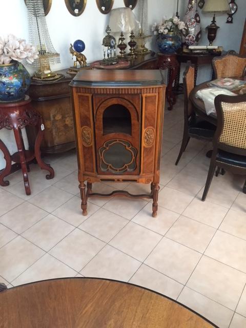 Radio antiguo años 1940´s, (solo el precioso mueble).
