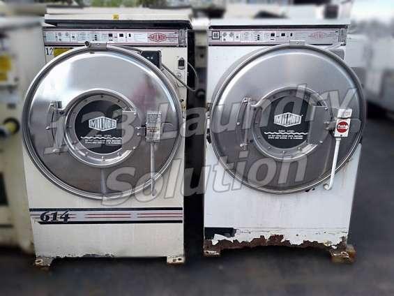 Milnor lavadora de carga frontal 35lb 3ph 220v white and almond as-is usada