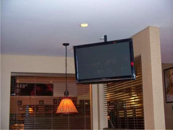 Soporte de techo para pantalla