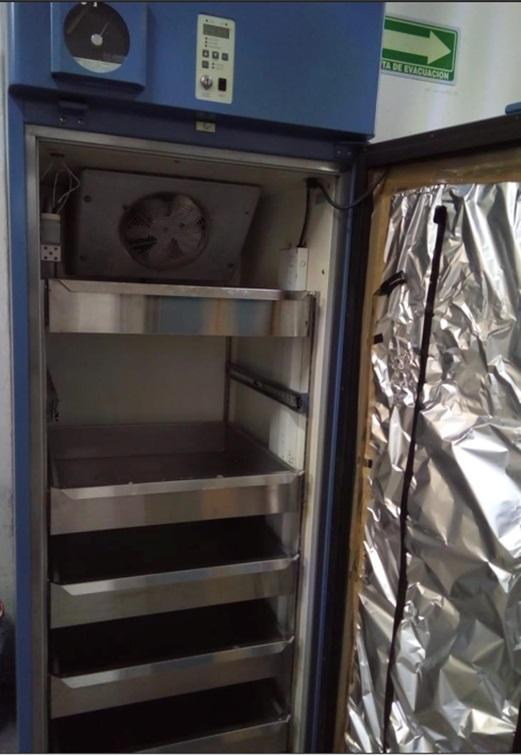 Refrigerador de laboratorio con regulador de temperatura