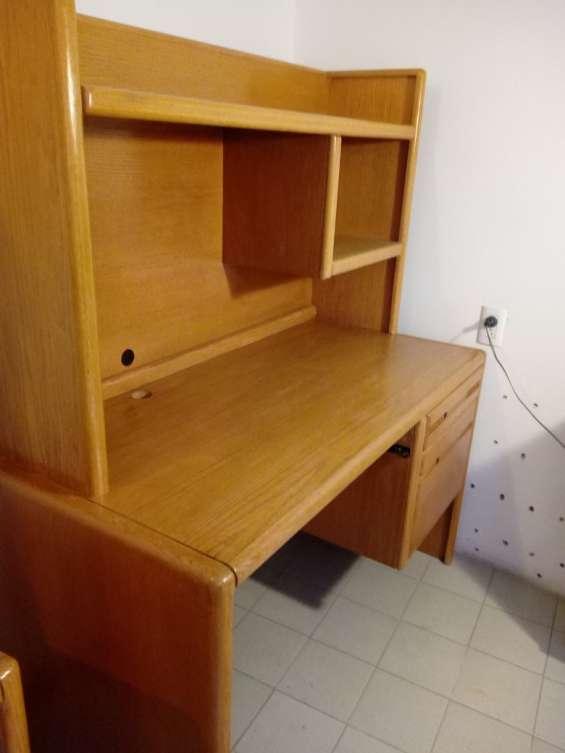 Vendo escritorio de madera para computadora dos piezas