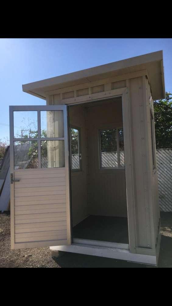 Caseta de vigilancia en multypanel de 1.50x1.50x2.60 de altura, color arena.