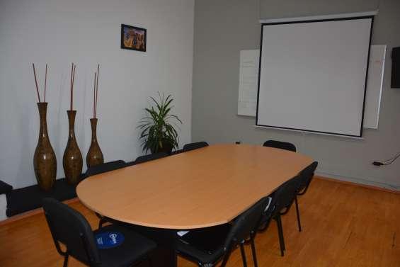 Exclusiva sala de juntas en renta