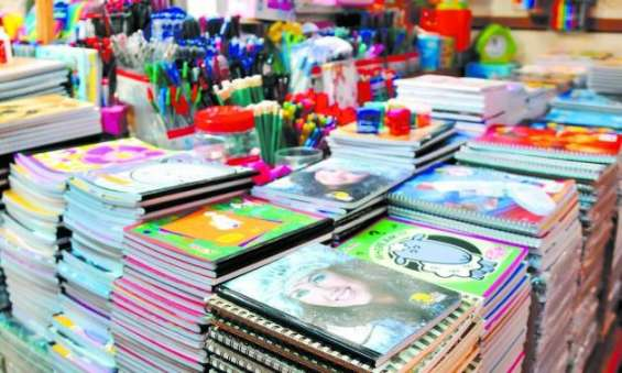Empaque de articulos escolares en casa