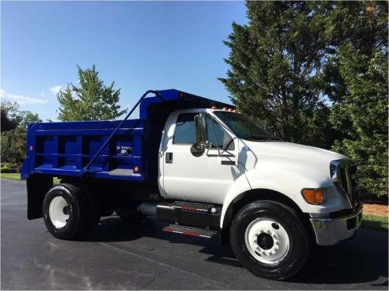 Camión de volteo ford f750 2006