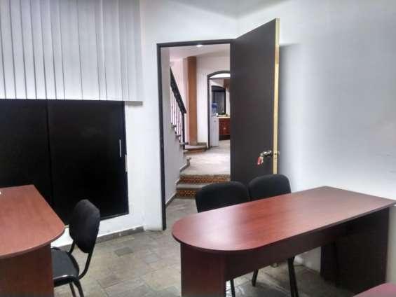 Oficina a un costado de plaza galerias cuenta con muebles ys ervicios