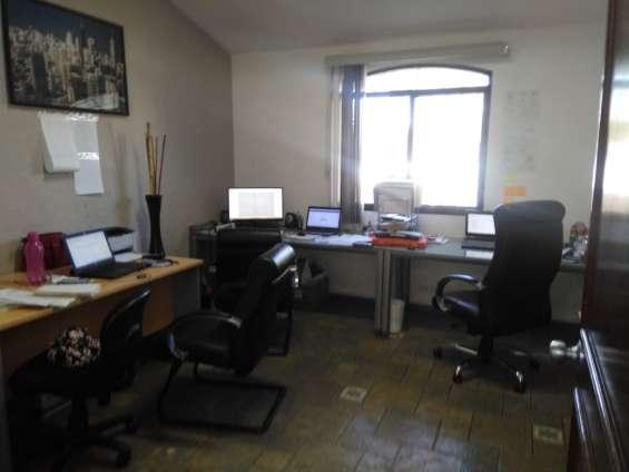 Oficina con closet lanister suc. galerias con muebles y servicios