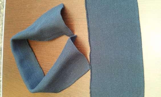 Cuello tipo polo tejido en galga 12 en acrilán marca dasa en color azul marino