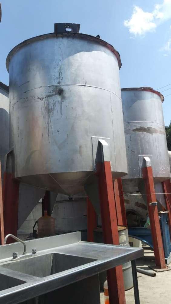 Tanques mezcladores acero inoxidable capacidad 7,000 litros. acero inoxidable