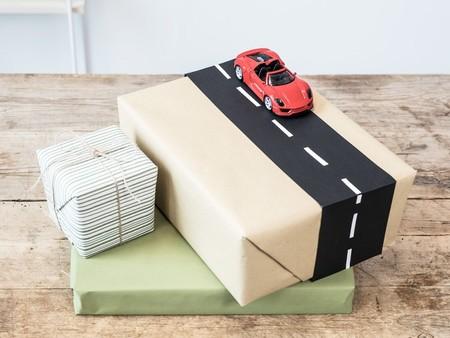 Empacadores de juguetes en casa ganando $3,000.00 semanales