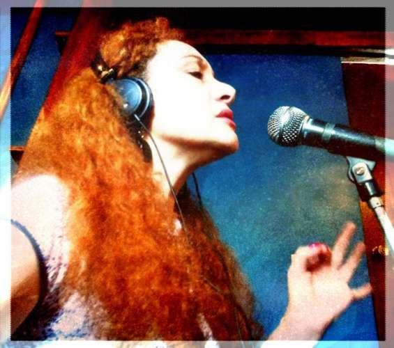 Cantante femenina voz y presencia