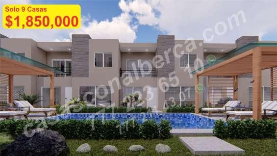 Casas con alberca, 3 niv. con roof garden, 4 recamaras, condominio