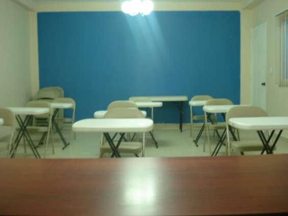 Capacidad para 30 personas y es ideal para aquellas reuniones con las cuales quieras causar una buena impresión.