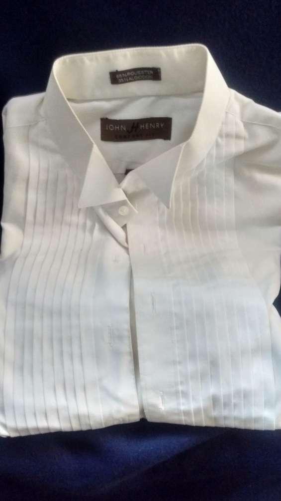Vendo 3 camisas de vestir para smokin