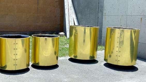 Macetas doradas aluminio,, de acero inoxidable y fibra de vidrio .fabricamos
