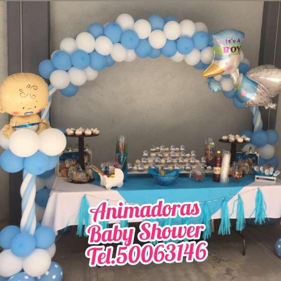Mesa de dulces y decoración para baby shower